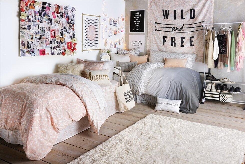 How To Decorate Your Dorm Room NYC Style With Art